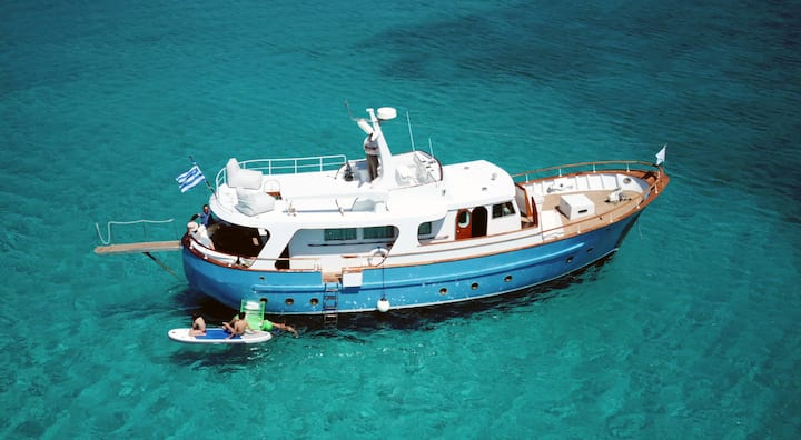 Live your boating experience in Greece