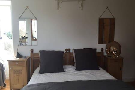 Grande chambre - maison de ville - Dinan
