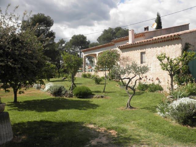 Maison indépendante dans village du haut var - Sillans-la-Cascade - Willa