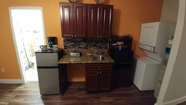 studio/apartment 30 from Disney. Private entrance