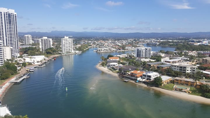 Beautiful River& Ocean view in Surfers paradise S