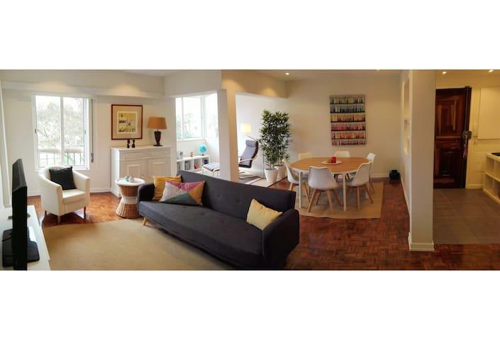 MODERN & SUNNY apartment near the BEACH - Carcavelos