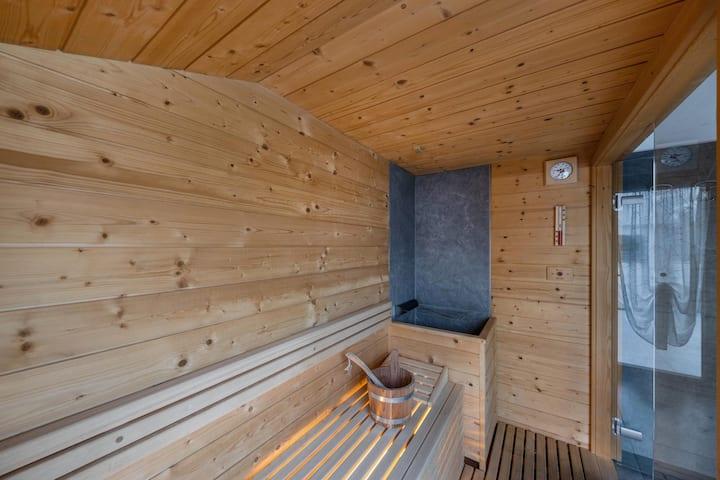 """Gemütliche Ferienwohnung """"Vacanze Arcobaleno - Arancione"""" mit Bergblick, WLAN, Balkon, Sauna und Whirlpool; Parkplatz vorhanden; Haustiere erlaubt"""