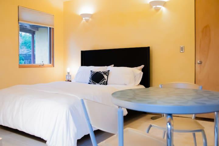 Guest Bedroom (New Matress)