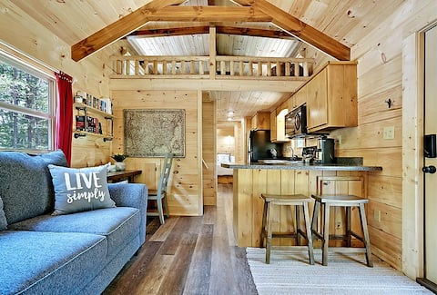 Lake Lure Log Cabin. Secluded Retreat w/ King Bed.