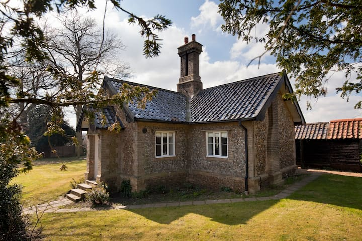 Traditional English Cottage - Starston