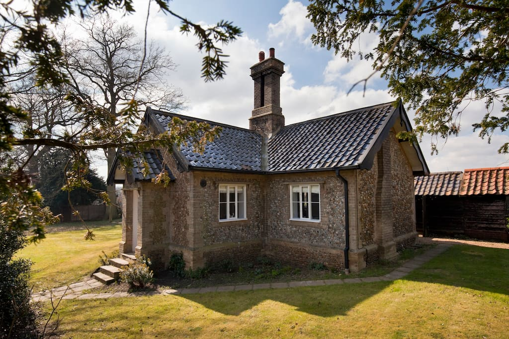Detached cottage with land. The central chimney breast is definitely a focal point.