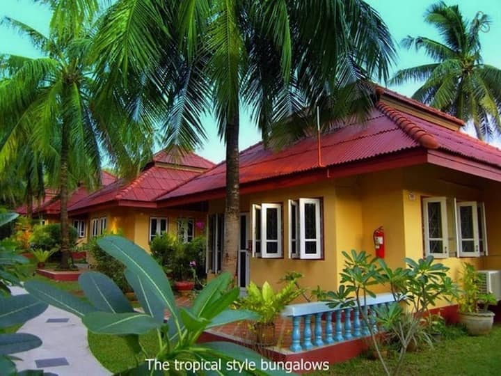 Bungalow with Kitchen & living room near beaches
