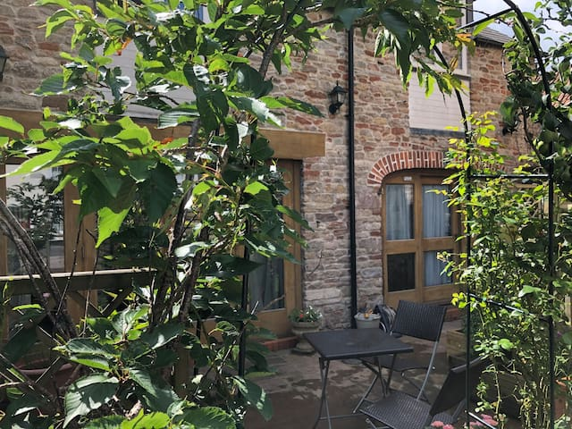 Perfectly situated Coach House 4+ 2