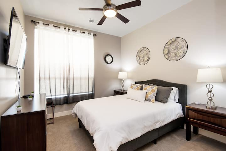Near Hospitals | King Suite | W&D | Shared Apt A