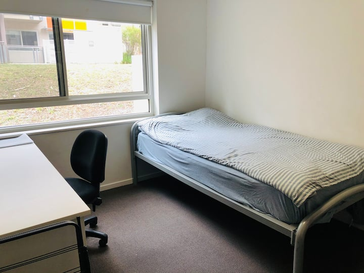 Budget room on UC campus Safe, Spacious & Clean
