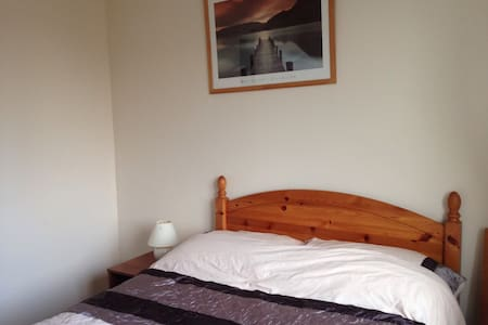 Cosy room with 4ft double bed - Chippenham