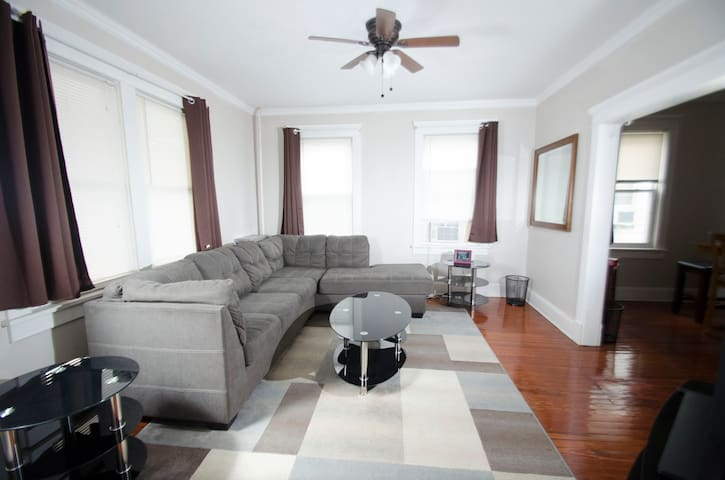 Cozy Spacious 3BR Apartment w/ Large Kitchen