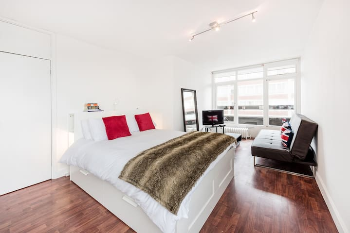 Modern studio/ Soho/ London - Londra