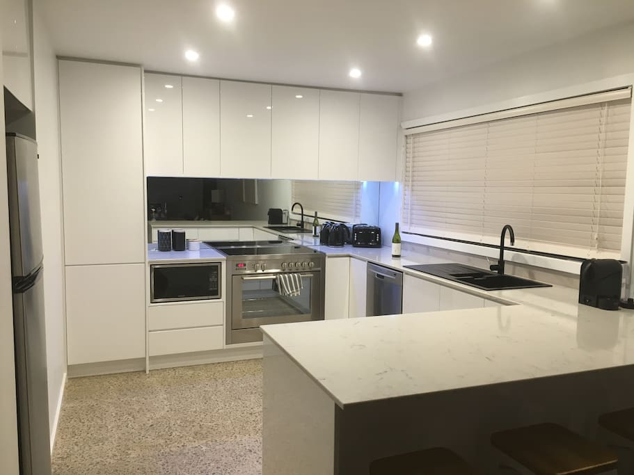 Stunning fully appointed kitchen