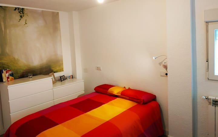 Cosy & bright room in a city centre apartment
