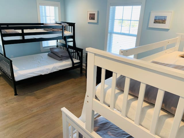 Masai Mara: 2 bunk beds Each Bunk Bed: 1 Twin + 1 Full 3rd floor