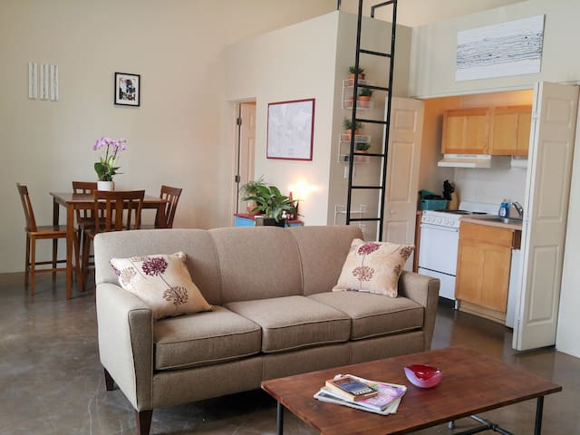 NEW! Fun Downtown Studio - Intro Price - Albuquerque - Departamento