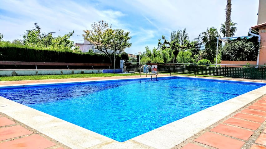 Aro Beach - 2BR with terrace swimming pool&gardens