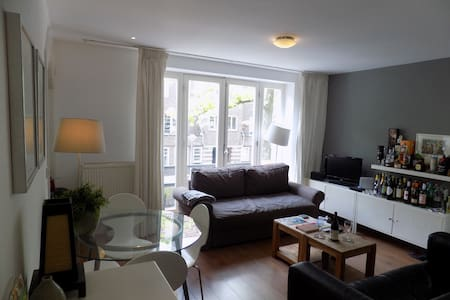 Private cosy room,with balcony,next to Vondelpark - Amsterdam - Wohnung