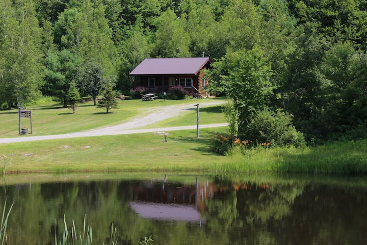 Romantic 1 bedroom cabin close to Smugglers Notch