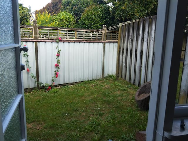 Outdoor garden area with washing line and bbq
