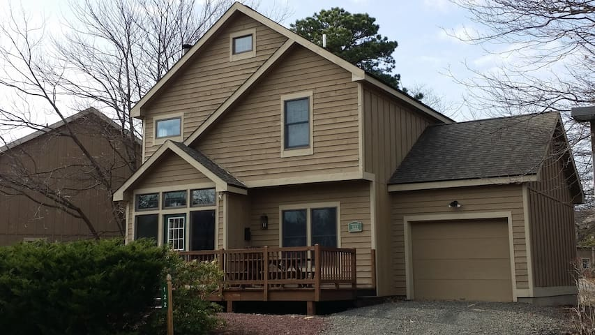 Beautiful 3 bedroom home with hot tub - Tannersville
