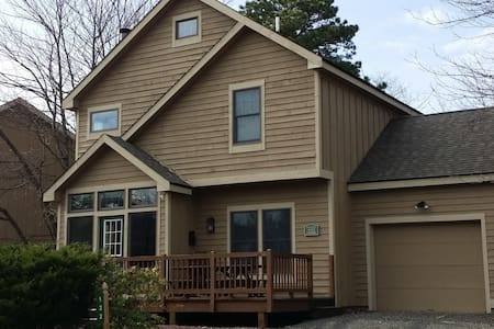 Beautiful 3 bedroom home with hot tub - Tannersville - Rumah