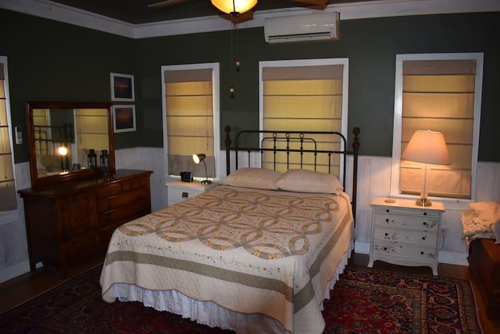 Downstairs Bedroom w/ Queen Bed