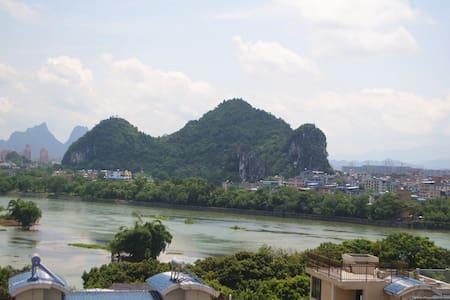 白鸟:可看桂林漓江、山景,适合发呆闲住的旅舍(大床间) - Apartament