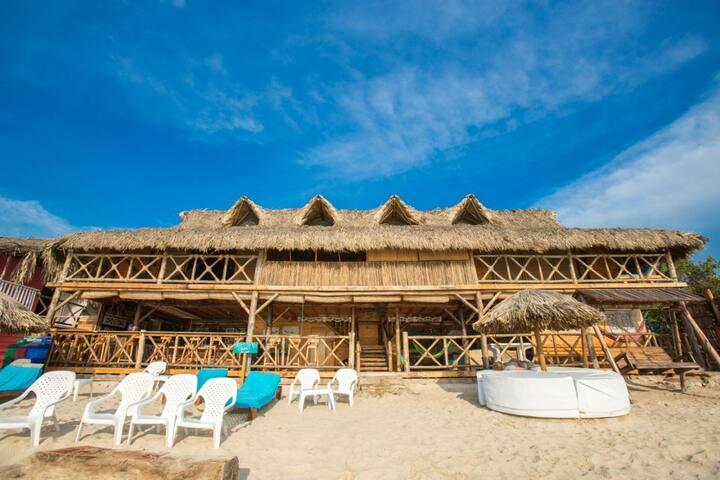 Cabaña en playa Blanca Baru (Playa Escondida)