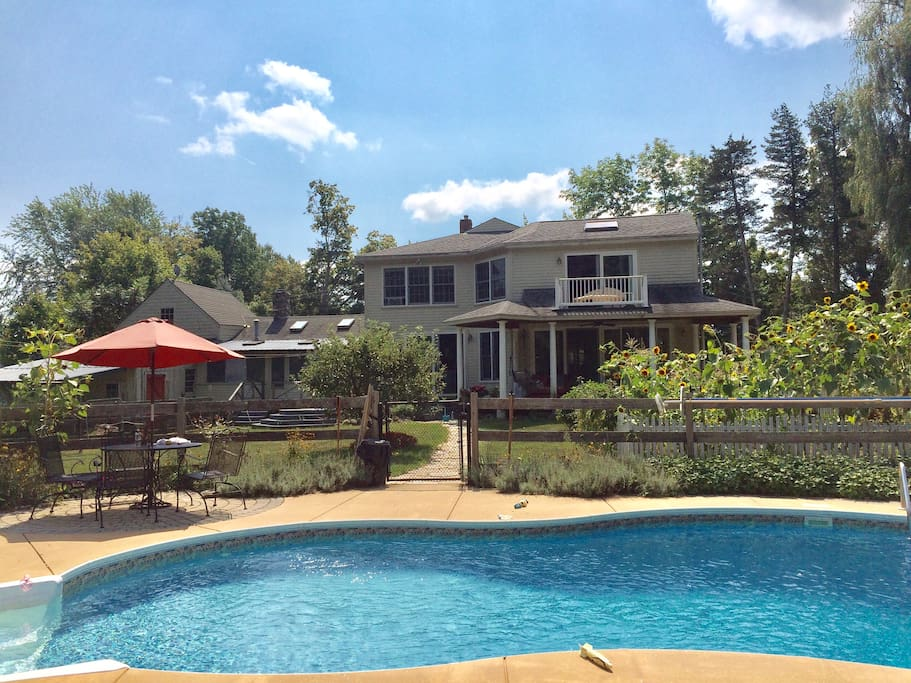 Southern New Hampshire Beauty Guest Suites For Rent In