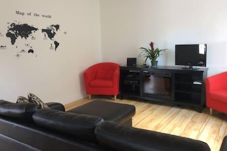 Bel appartement sur deux étages. - Québec City - Apartemen