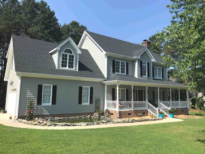 Spacious House~ 8 Miles South Of Downtown Raleigh!