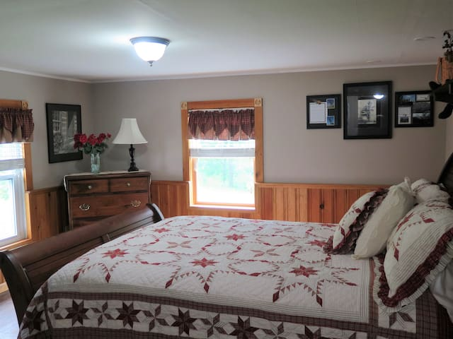 The Big Tree Room - Dean Lane Bed & Breakfast