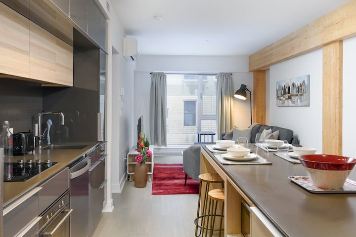 Amazing 1BR Condo in Downtown Montreal - Sleeps 4!