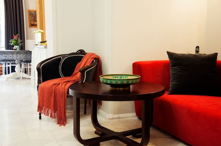 Another part of the living-room. | Еще один кусочек гостиной.