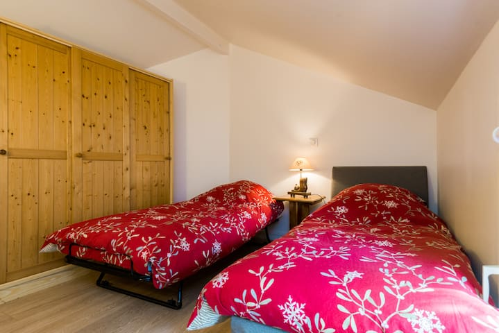 second bedroom: can hold either one double bed or two single beds. 80cm wide