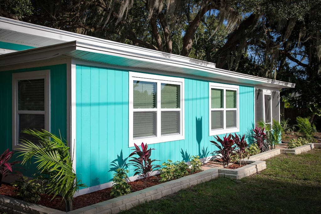 Beautiful Cottage At the Heart of Safety Harbor!