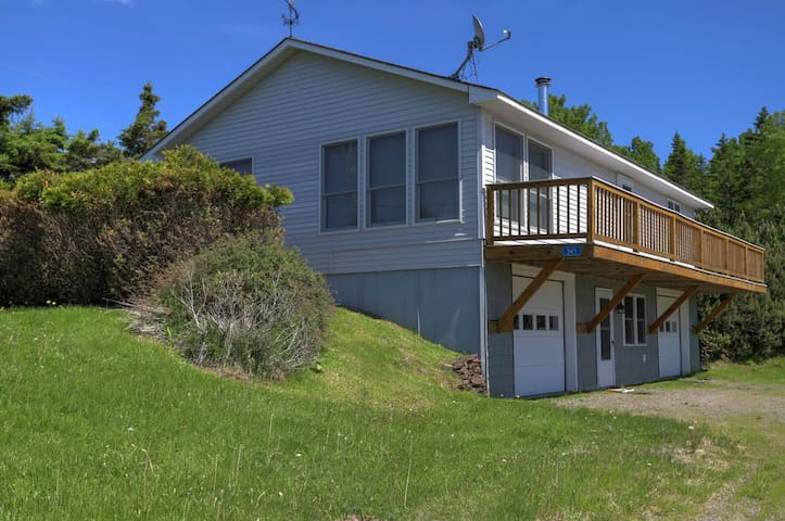 Dallas Ridge - This home has all you need for a great stay in Rangeley