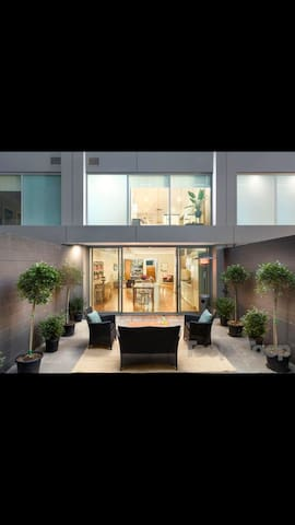 Large apartment living in Adelaide city fringe