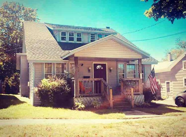 Entire 4 bdrm house in Downtown Clayton, NY