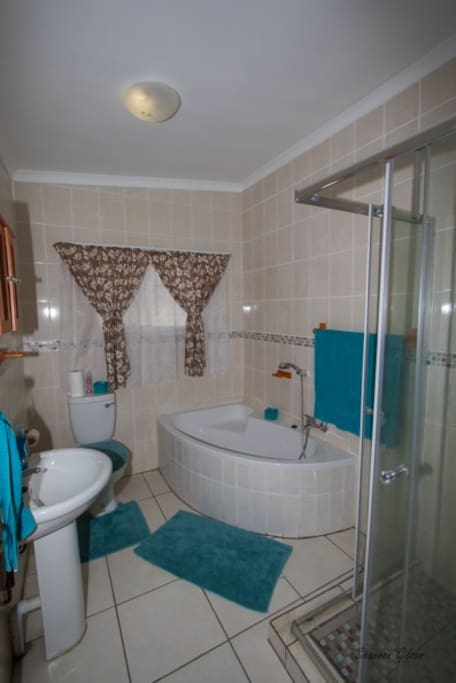 Ensuite Bathroom with Bath & Shower