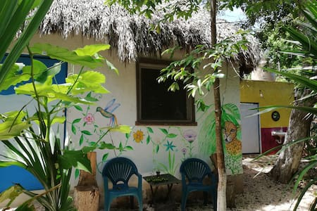 Mayan bungalow near Chichen Itzá / B & B
