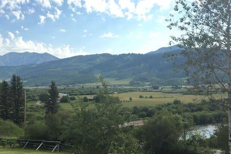 BRAND NEW Cabin Quiet&Cozy overlooking Salt River - Alpine