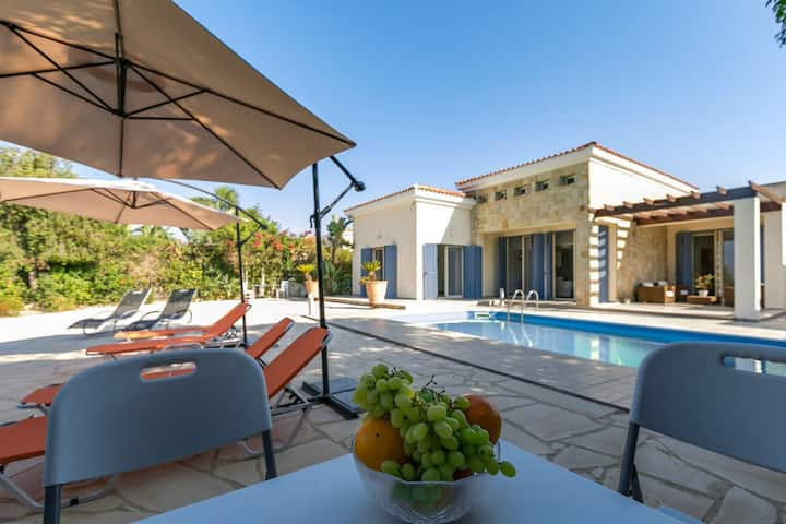 Leila seafront villa in Latchi with private garden