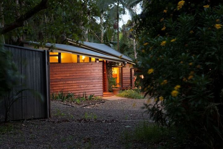 Escape To The Rainforest - Mount Glorious - Cottage
