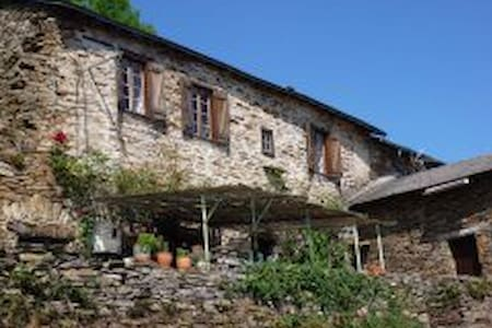La Boheme 300 year old romantic country cottage