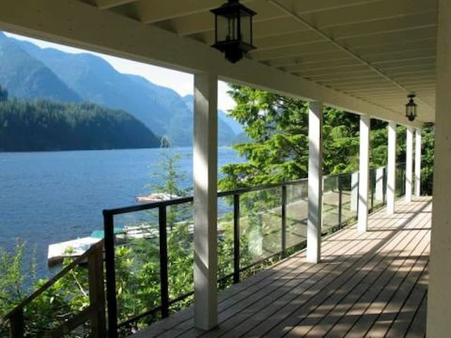 Fabulous Indian Arm Oceanfront Home - Vancouver - Huis