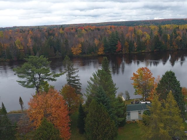 4 SEASONS COTTAGE, ESTRIE